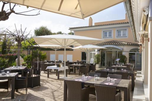 Adelfas Restaurant se encuentra en Nueva Santa Ponsa.