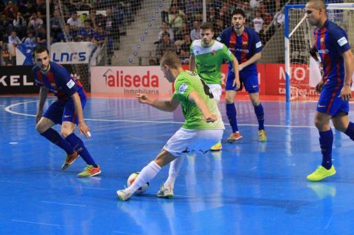 Imagen del choque de este viernes entre el Palma Futsal y el FC Barcelona.
