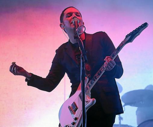 Brian Molko, cantante de Placebo, durante su concierto en el Mallorca Live Festival.