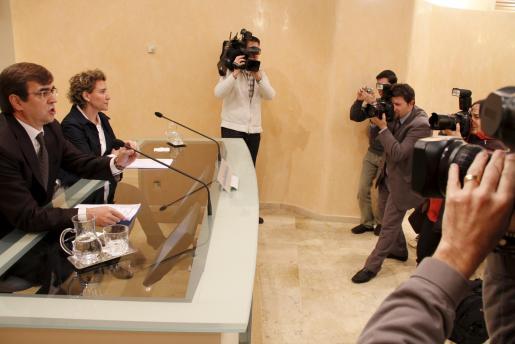 Aina Calvo y Francesc Antich, durante la rueda de prensa de esta mañana.