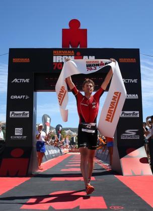 David McNamee, a su llegada a la línea de meta de la Ironman 70.3 Mallorca.