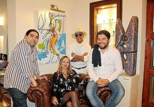 José Luis Mesas, Ricardo Sacco y Javier Bonet con Inma Bianchi, organizadora cultural.