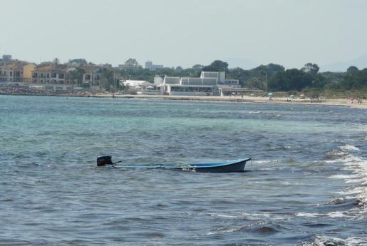 Imagen de una de las pateras encontradas este lunes en Sa Ràpita.