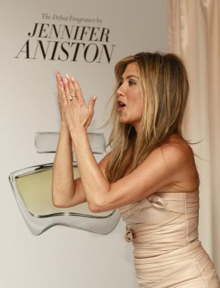 Jennifer Aniston donará parte de la recaudación de su perfume a un hospital neoyorkino.
