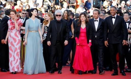 Pedro Almodovar, Maren Ade, Jessica Chastain, Fan Bingbing, Agnes Jaoui, Will Smith, Paolo Sorrentino en la apertura del festival de Cannes 2017.