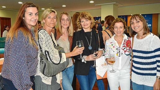 María Viña, María Bujosa, Estefanía Serratusell, Emilia García, Isabel Román y Silvia García.