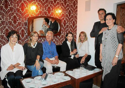 Neus Cortés, Mireya Becerra, Geto, Marina Abramovic, Águeda Ropero, Juan Antonio Horrach y Pilar Ribal.