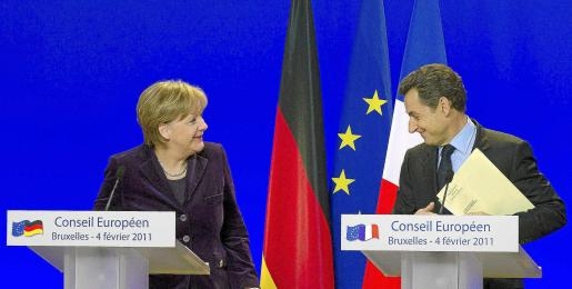 Merkel y Sarkozy protagonizaron ayer una nueva escenificación de la unión franco-alemana en la estrategia contra la crisis del euro.