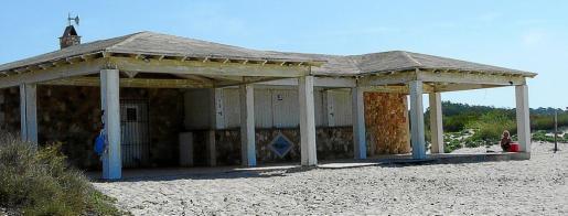 El chiringuito de la playa de sa Ràpita será el primero que se derribará el próximo lunes.