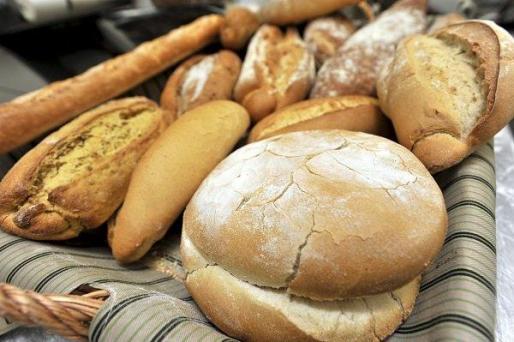 Los panaderos han recogido ya unas 3.500 firmas a través de la página web www.elpannoescomidadetontos.com y de la furgoneta en la que viajan desde hace una semana por toda España y que ha parado en la estación de Sants de Barcelona.