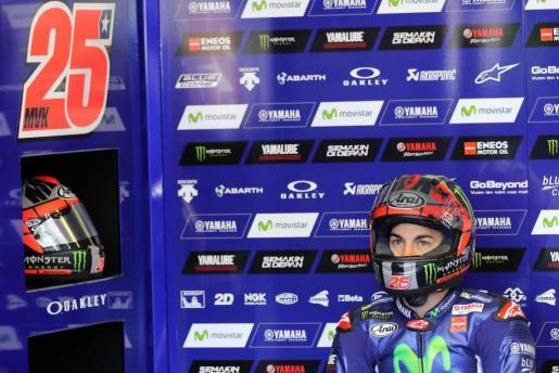 El español Maverick Viñales espera a salir a la sesión de clasificación del Gran Premio de Francia de MotoGP.