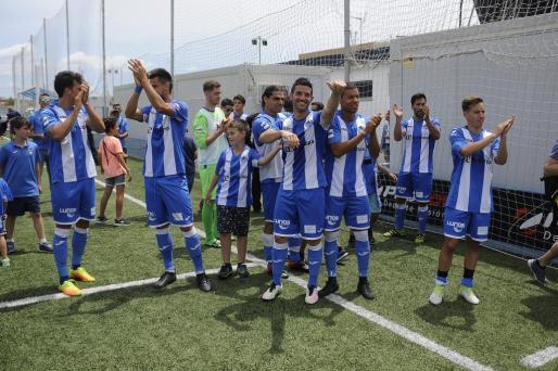 Los jugadores del Atlètic Balears celebran la victoria ante el Toledo.