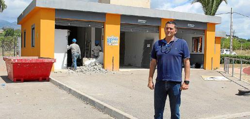 El regidor d'Esports, Gori Ferrà, explicó las obras que se llevan a cabo en el polideportivo