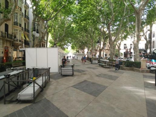 El Passeig des Born se prepara para acoger la 35º Fira del Llibre.