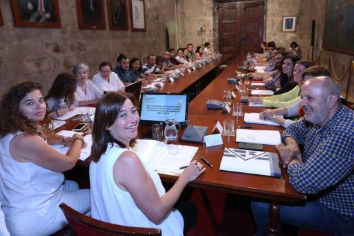La presidenta del Govern, Francina Armengol, ha presidido este lunes la primera reunión del Consejo de Lesbianas, Gays, Trans, Bisexuales y lntersexuales de Baleares.