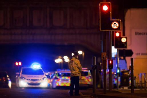 La Policía británica en las inmediaciones del Manchester Arena.