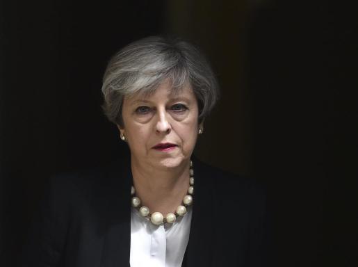 La primera ministra británica, durante la declaración realizada ante la residencia oficial de Downing Street en Londres.