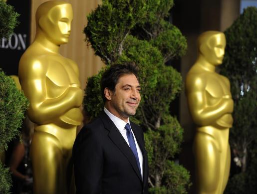 El actor español Javier Bardem posa a su llegada al tradicional almuerzo que ofrece la Academia de Hollywood en Beverly Hills para los candidatos a la 83 edición de los premios Óscar.