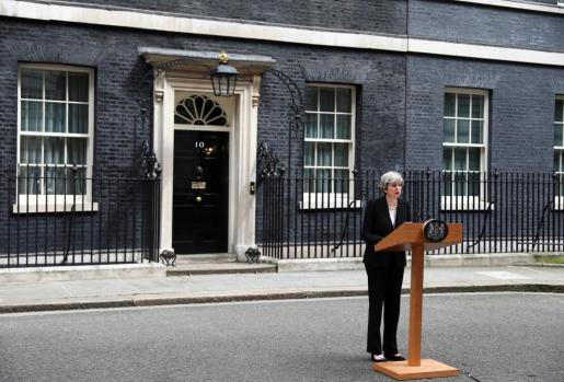 Theresa May eleva el nivel de amenaza terrorista a crítico tras el atentado en Mánchester.