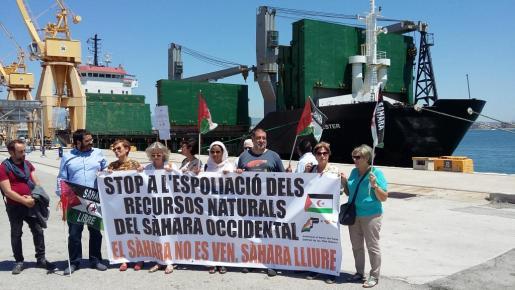 Los manifestantes han podido acceder hasta el buque Southwester.