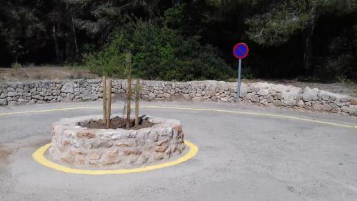 Paraa evitar el estacionamiento ilegal de vehículos se han instalado señales de prohibido aparcar en los tramos finales del camino de s'Amarador y del camino de Cala Mondragó.