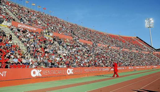 Imagen de la tribuna de sol el pasado domingo. Ante el Numancia se espera una entrada similar o mayor.