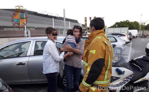 Imagen poco después del rescate del bebé.