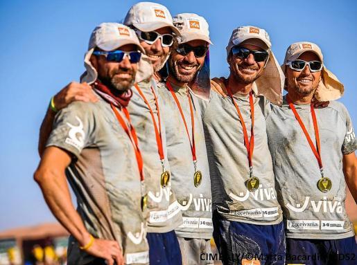 Biel Mora, Pep Lliteres, Miquel Capó, Toni Contestí y Kike Mora, con las medallas.