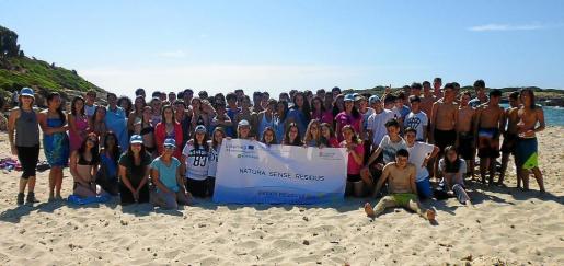 Los escolares del IES Manacor se volcaron en este proyecto, que conciencia del impacto de los residuos en zonas naturales.