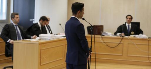 El delantero del Real Betis Rubén Castro ha negado hoy los malos tratos de los que está acusado contra su antigua novia.