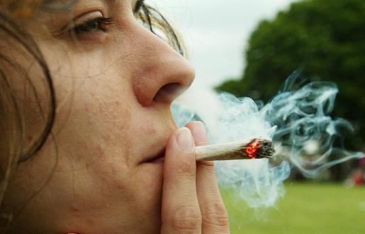 La cifra de consumidores de cannabis entre 15 y 17 años duplica a la de los mayores de 35 años.