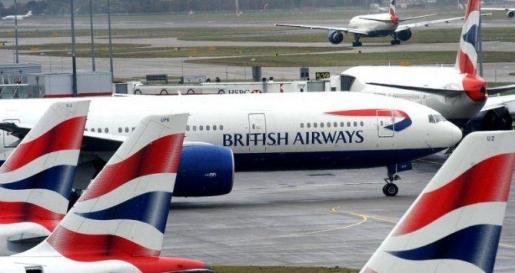 La caída de sistema informático a nivel mundial que ha sufrido hoy la aerolínea británica British Airways (BA) ha afectado a cientos de viajeros en el aeropuerto madrileño de Barajas.