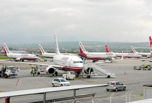 A finales de mes se crea la sociedad mercantil AENA Aeropuertos SA.