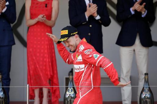 El alemán Sebastian Vettel celebra su triunfo en el Gran Premio de Mónaco de Fórmula 1.