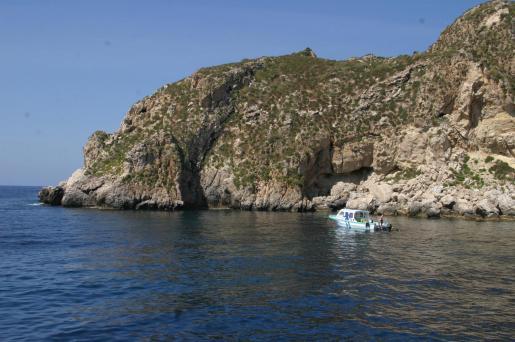 El Ajuntament de Calvià quiere crear un arrecife artificial en las islas Malgrats mediante el hundimiento de la fragata 'Baleares' en la zona.