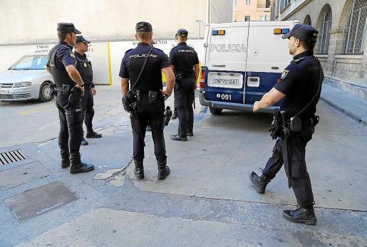 Agentes del Cuerpo Nacional de Policía llevaron a cabo el arresto del sospechoso.