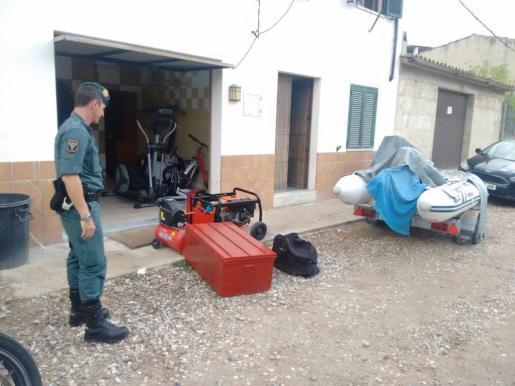 Los agentes de la Guardia CIvil están registrando casas, locales y garajes