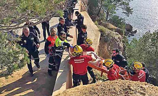 Un equipo de Bombers de Mallorca, en una foto de archivo, en plena acción.