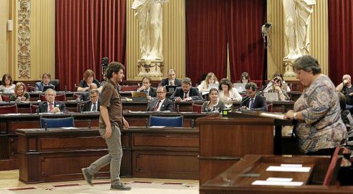 Los 26 diputados de Menorca, Eivissa y Formentera cobrarán a partir de ahora 120 euros por cada noche que pasen en Palma por su trabajo en el Parlament.
