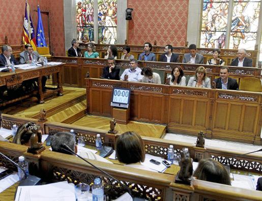 El sondeo de IBES prevé cambios en la futura composición del pleno del Consell a partir del próximo mes de mayo, en el que el Partido Popular podría obtener, por primera vez en solitario, la mayoría absoluta para gobernar la institución.