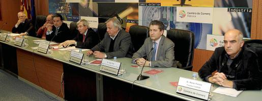 Alemany, Martín, Grimalt, Forcades, Corral, Font y Perelló, ayer durante la presentación del manifiesto.