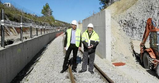 Antoni Verger y Bartomeu Gual visitaron el lugar donde se produjo el siniestro.