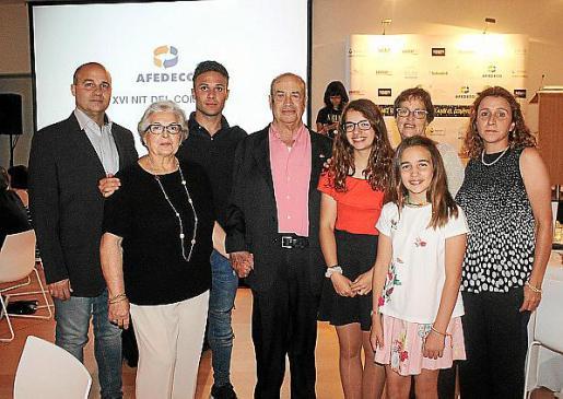 """Salvador Barceló, Maruja Martínez, Juanjo Aguiló, Tolo """"Güell"""" Barceló, Rita y Núria Barceló, Paquita Barceló y Marian Jordi."""