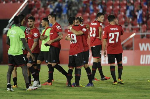 Los jugadores del Mallorca celebran un gol en Son Moix.