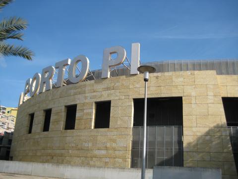 Porto Pi es uno de los centros comerciales y de ocio más populares de Palma.