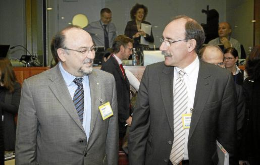 El conseller Llinàs y el secretario de Estado Bedera, ayer en Bruselas.