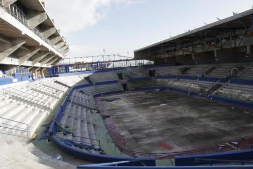 El Palacio de los Deportes de Son Moix resultó dañado en la tormenta que sufrió Mallorca en el año 2007.