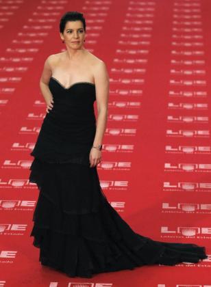 Laia Marull fue con un vestido negro con escote palabra de honor.
