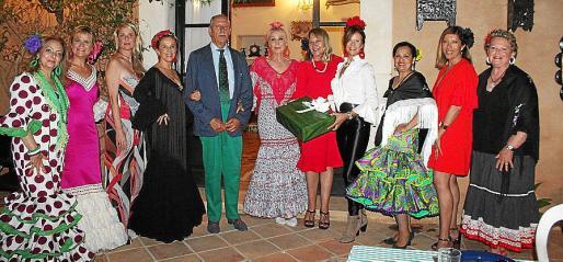 Trini García, Antonia Nadal, Aina Aguiló, Margarita Rosselló, Arturo Lope, Concha Gómez-Puche, Águeda Ropero, Tina Nadal, Bolivia Chavez, Gema Muñoz y Margarita Vidal.
