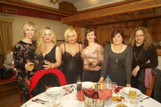Vanesa de los Ríos, Lina Bonnín, Graciela Lizárraga, Karol Sastre, Magdalena Cañellas y Rosario González.
